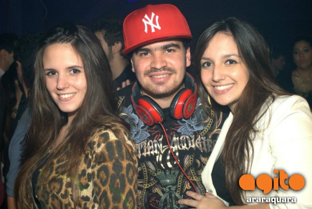 Local: On Off Club - Favela Chic nr_250048 Data:06/06/2012 Fotografo: Maibi Martins