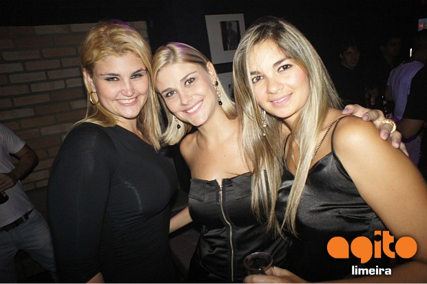 Local: H1 Music Bar - Mora no H1 Budweiser 2/2 nr_85337 Data:03/02/2012 Fotografo: Alexandre Bigaton